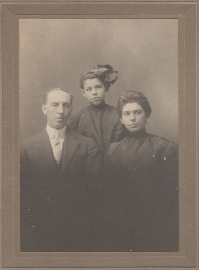 L-R: Ord Wiley Kuhn, Julia Louise Kuhn, Maude Olive (Bussell) Kuhn. Photo courtesy of their granddaughter and used with permission.